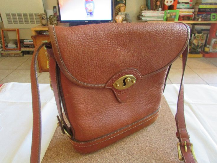 64d0489bf446 Do you want to feel the sophistication of vintage handbags from the  renowned designer Michael Kors